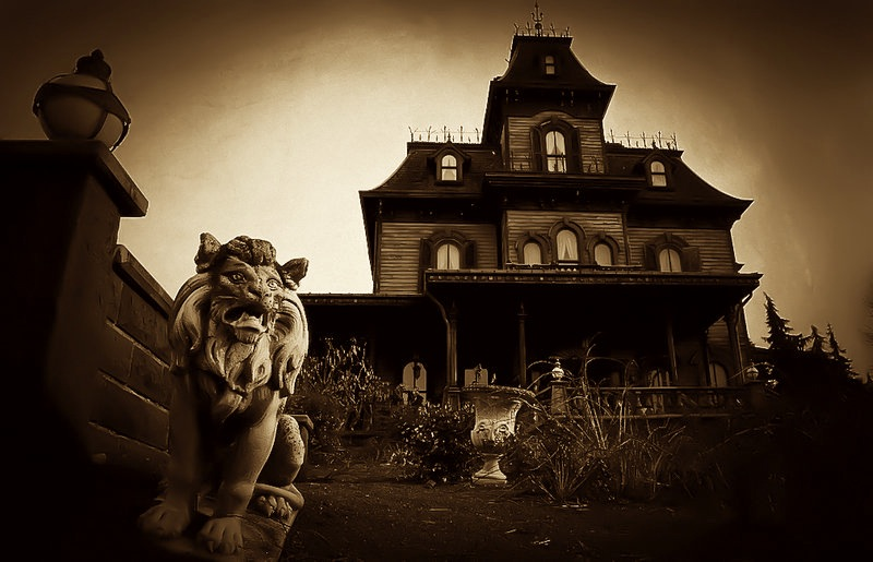 Horror_Mansion_by_akvisuals